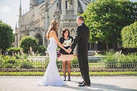 Nézze meg a menyasszonyi ruhákat az oldalon!